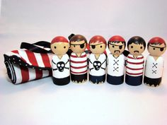 IN STOCK Pirate Gang Roll-Up Case w/ 6 Wooden Pirate by Pegged