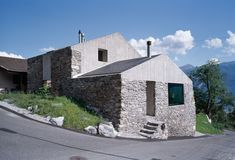 Rustic stone and concrete house located in Chamoson, Switzerland, redesigned in 2005 by Savioz Fabrizzi Architecte. Old Stone Houses, Home By, Rural House, House 2, Ground Floor, Home Remodeling, Restoration, Construction, Mansions