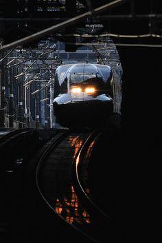 700 SERIES Shinkansen/Japan Japan Tourism, Japan Train, Europe Train, Rail Train, Japanese Colors, High Speed Rail, Somewhere In Time, Dark Pictures, Train Tracks