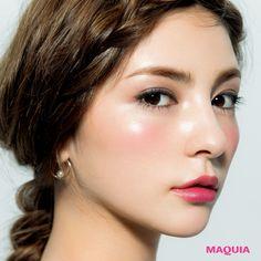 「MAQUIA」10月号では人気アーティスト千吉良恵子さんが、新色ブラウンパレットを主役に今シーズントライすべき秋メイクを提案。今回はエレガンスのブラウンパレットを使った上級メイクをお届けします。華やかさと聡明さを 併せ持った上級メイク温かみのあ...
