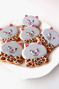 cat sugar cookies ★ More on #cats - Get Ozzi Cat Magazine here >> http://OzziCat.com.au ★