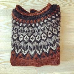 Ravelry: Project Gallery for Riddari pattern by Védís Jónsdóttir Maroon Sweater, Men Sweater, Home Alone Christmas, Printable Calendar Template, Fair Isle Pattern, Hand Knitted Sweaters, Traditional Fashion, Sweater Fashion, Ponchos