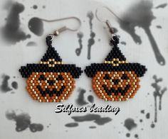 Discover recipes, home ideas, style inspiration and other ideas to try. Halloween Schmuck, Halloween Beads, Halloween Jewelry, Holiday Jewelry, Halloween Halloween, Seed Bead Patterns, Beaded Jewelry Patterns, Beading Patterns, Seed Bead Jewelry