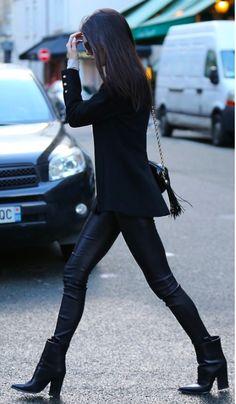 senyahearts: Kendall Jenner – Street Style, Paris Dark as Satan's ass Style Noir, Mode Style, Street Style Kim Kardashian, Looks Style, Style Me, Black Style, Look Fashion, Street Fashion, Office Fashion