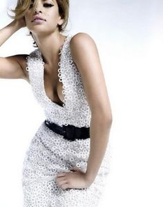 Eva Mendes oozes goddess appeal in this gorgeous dress. From FabSugar.com. If I could look like anyone...yup!