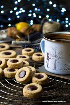 Božićni kolačići sa kavom i čokoladom — Coolinarika Torte Recepti, Kolaci I Torte, Christmas Desserts Easy, Easy Desserts, Baking Recipes, Cookie Recipes, Croatian Recipes, Best Food Ever, Homemade Cookies
