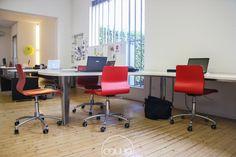Coworking a Cordenons Pordenone @ mod-o - Rete Cowo Coworking Network Conference Room, Table, Furniture, Home Decor, Decoration Home, Room Decor, Tables, Home Furnishings, Home Interior Design