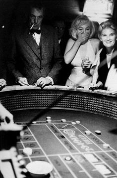 """While filming """"The Misfits"""" in Nevada, film director JOHN HUSTON taught MARILYN MONROE how to gamble. When Marilyn asked Huston how to throw the dice, he replied: """"Don't think about it, honey, just throw. Alfred Hitchcock, Marilyn Monroe, Lauren Bacall, Martin Scorsese, Stanley Kubrick, Cary Grant, Classic Hollywood, Old Hollywood, Hollywood Glamour"""
