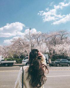 Life Of Mochi ♡҉٩(*´︶`*)۶҉ photography poses Korean Girl Photo, Cute Korean Girl, Asian Girl, Korean Aesthetic, Aesthetic Girl, Uzzlang Girl, Girl Hair, Korean Couple, Ulzzang Couple