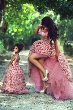 Beautiful Ball Gown Abendkleider Event Mother Daughter Matching Dresses For Party Lange Avondjurk Sexy Long Evening Dress 2015 Mother Daughter Photos, Mother Daughter Fashion, Mom Daughter, Mother And Daughter Dresses, Mother Daughters, Mother Mother, Flower Girls, Flower Girl Dresses, Pink Dresses
