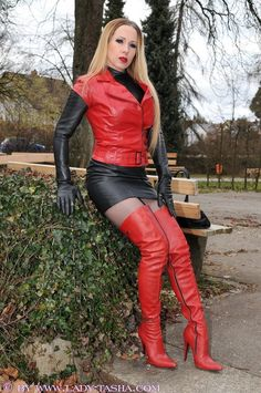Lady Tasha in rot-schwarzem Leder Leather High Heel Boots, Thigh High Boots Heels, Black Leather Skirts, Leather Gloves, Leather And Lace, Knee Boots, Sexy Rock, Leder Outfits, Sexy Boots