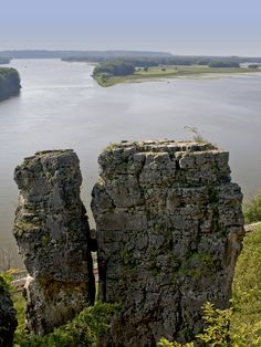 Mississippi Palisades State Park - Savanna, Illinois - Located near the confluence of the Mississippi and Apple rivers in northwestern Illinois, the 2,500-acre Mississippi Palisades State Park is rich in American Indian history.