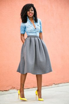 These yellow pumps are everything! Fitted Denim Dress, Pleated Skirt, Cozy Winter Outfits, Spring Outfits, Skirt Fashion, Fashion Outfits, Yellow Pumps, Corporate Outfits, Shirt Outfit