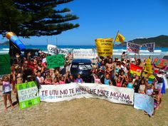 #divest #fossilfree #gofossilfree Matauri Bay, New Zealand. The big beach picnic-Kids against fossil fuels  via @KarinLindroth