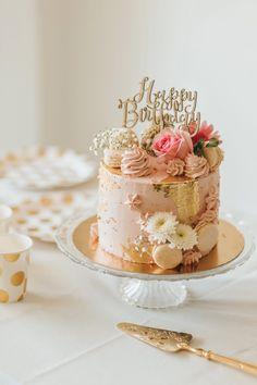 Happy Birthday Torte, 40th Birthday Cake For Women, Birthday Cake For Women Elegant, Funny Birthday Cakes, Elegant Birthday Cakes, Birthday Cake With Flowers, 18th Birthday Cake, Beautiful Birthday Cakes, Woman Birthday Cakes