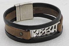 Стильно смотрится кожаный браслет, украшенный резным узором или бисером, можно сделать, имея в своем распоряжении