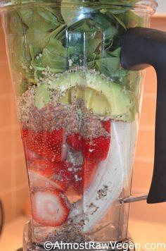 Strawberry Dream Smoothie: 4 cups water 1 banana 2 cups strawberries avocado 4 medjool dates 1 tbsp ground flaxseed 1 tbsp hemp seed 3 big handfuls spinach Smoothie Shop, Juice Smoothie, Smoothie Drinks, Smoothie Recipes, Nutribullet Recipes, Raw Vegan, Vegan Vegetarian, Going Vegetarian, Vegan Foods