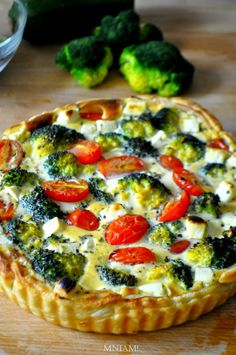 Yummy: Vegetable tart with puff pastry Easy Cooking, Cooking Recipes, Vegetable Tart, Kebab, Vegetarian Recipes, Healthy Recipes, Good Food, Yummy Food, Best Food Ever