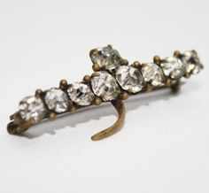 A sparkling brooch set with faceted Diamantes. www.intovintage.co.uk