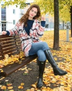 Femmes in Rubber Boots : Photo