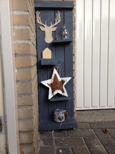 Pallethout naast de voordeur
