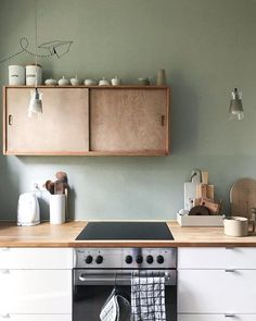 Wandfarbe Salbei: Ideen & Bilder, Wall paint sage: ideas & pictures, # køkkendesign, Here you will find the best living ideas for wall sage farbe Let yourse Barn Kitchen, Kitchen Pantry, Rustic Kitchen, New Kitchen, Kitchen Decor, Kitchen Ideas, Beautiful Kitchen Designs, Beautiful Kitchens, Kitchen Shelves