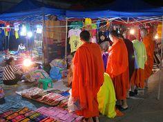 Apuntes y Viajes: Mercado Nocturno de Artesanía, Luang Prabang, Laos...