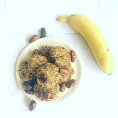 I've been craving a new healthy snack so created this new cookie recipe 🍪 mashed banana, apple sauce, oats, linseed, ground mixed nuts & finely chopped dates all combined and baked at 160degree C for 20 minuets • eat cold or warmed with a drizzle of honey 🍯 . . .  #food #foodie #healthyfood #healthy #snack #cookie #oats #vegan #veganfood #yum #yummy #dates #nuts #banana #baking #healthychoices #veganfoodshare #veganrecipes #recipes #delicious #eat #foodporn #foodforthought #instahealth…
