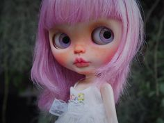 Gwyneth  Custom work  Base doll : Simple Lilac Body : 2 body, Original skin and liccabody Face : Face was completely sanded with glitters. Eyes :
