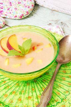 Hideg őszibarack-krémleves - Kifőztük, online gasztromagazin Soup Recipes, Diet Recipes, Hungarian Recipes, Diabetic Recipes, Cantaloupe, Paleo, Food And Drink, Pudding, Tasty