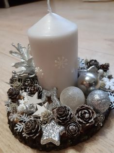 Silver Christmas Decorations, Christmas Centerpieces, Christmas Wreaths, Christmas Ornaments, Christmas 2019, All Things Christmas, Couronne Diy, Origami Christmas Ornament, Decoration Table