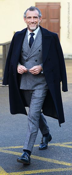 Seeing veterans like this make me hopeful for the gray'er years of life. Perfectly worn double breasted suit with a coat. This not only screams OG, but leads me to believe he has a trophy wife. Well done bruh.