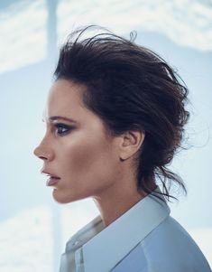 Victoria Beckham is nothing short of an icon. Whether it was her stint as Posh Spice in Spice Girls (a name she would definitely live up to), her infamous clothing brand, or now – her upcoming beauty brand – Misz Beckham gets the job done. Famous Photographers, Hair Styles 2016, Vogue Australia, Spice Girls, New Girl, Girl Power, Beauty Makeup, Beauty Tips, Beauty Products