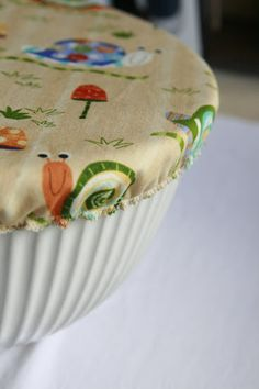 """How to make a no plastic wrap bowl cover""  [It uses one layer of cotton fabric, a layer of PUL (otherwise known as polyurethane laminated fabric) and a layer of fabric.]~[posted by Val of Goddess Hobbies - May 8 2010]'h4d'121231"