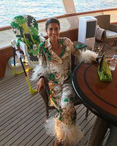 "13.3 mil Me gusta, 141 comentarios - Leandra (Medine) Cohen (@leandramcohen) en Instagram: ""Yes that's my high chair (as in, I sit in it...) no that's not leg hair. Hi @mytheresa.com"""