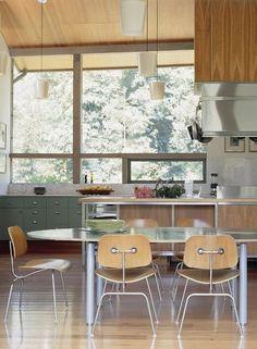 Cuisine vitrée, oui s'il y a une certaine intimité dans la cours!