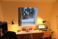 Wir haben in einigen Räumen relativ große Dachfenster und fanden keine Gardinen/Rollo/Jalousie, die uns gefielen. Genial einfach und einfach genial meine Idee: Oben und unten im Fenster werden Teles