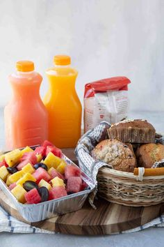 Know anyone who just had a baby or is grieving the loss of a loved one? Taking a meal is a great way to show you care. Get tips & ideas here! Breakfast Basket, Make Ahead Breakfast, One Pan Meals, Freezer Meals, Take A Meal, Italian Chopped Salad, Healthy Snacks, Healthy Eating, Veggie Tray