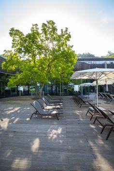Entspannen Sie am Liegeplatz und genießen die Sonnentage im Kurhaus Bad Gleichenberg. #daskurhaus #daskurhausbadgleichenberg #gesundheitszentrum #badgleichenberg #thermederruhe Bad, Recovery