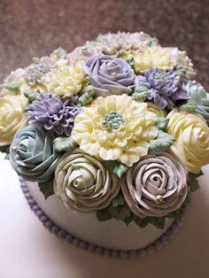 butter cream flower cake  lovely heart shape  made by Alice