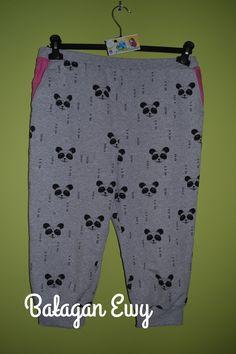 Spodnie z obniżonym krokiem i kontrastowymi kieszeniami