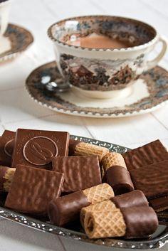 Tea Time (with chocolate covered cookies) ~ Ana Rosa Café Chocolate, Chocolate Biscuits, Chocolate Covered, My Cup Of Tea, Mini Desserts, Kakao, Coffee Love, Aesthetic Food, High Tea