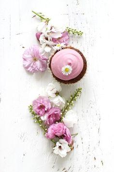 ... ❤️gluten-free strawberry cupcakes❤️ ... #glutenfree #strawberry #foodstyling