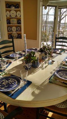 Lakehouse Dining Room paulaperlini.com #paulaperlini #lakehouse #diningrooms #blueandwhite