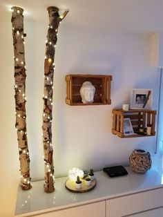 Birch trunk Diy birch trunk with Led fairy lights and Weinki . - Birch trunk Diy Birch trunk with Led fairy lights and wine boxes as shelves - Decor, Diy Furniture, Backyard Decor, Diy Shelves, Ladder Decor, Home Decor, Diy Wall, Fairy Lights, Easy Diy Wall Hanging