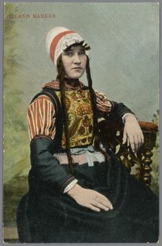 Vrouw in Marker streekdracht. na 1905 #NoordHolland #Marken