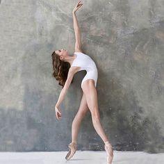 """«все меняется"""" — и это единственное, что не меняется 🌱 // ph: muah: leo: ___________________________________________ Yoga Dance, Dance Poses, White Leotard, Dancer Photography, White Velvet, Ballet Dancers, Ballerinas, Ballet Beautiful, Dance Pictures"""