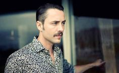 Pete Campbell -1970s style? Oh, Vincent-Kartheiser, I do love thee.