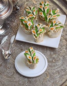 Petits Fours Petits Fours Pictures Chef Recipes, Asian Recipes, Sweet Recipes, Dessert Recipes, Cooking Recipes, Korean Sweet Potato Noodles, Middle Eastern Desserts, Algerian Recipes, Pastry And Bakery