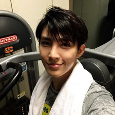 Think Aaron Yan's selfies will earn him 'Favorite Social Media Personality' at Spring Awards?
